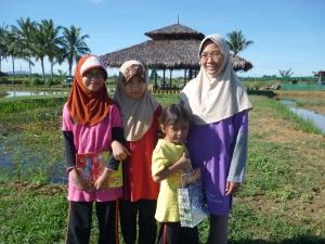 Puan Salwati Mohd Ariffin dan Tiga Orang Putrinya