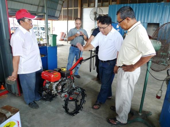 Padi SRI Selangor : Inovasi Mesin Menggembur Tanah