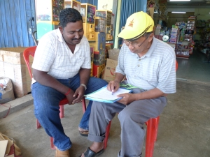 Padi SRI Selangor : Pak Tam Memperincikan Cara Pengurusan Padi SRI Kepada Raja