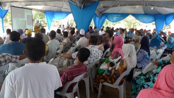 Padi SRI Selangor : Mak Tam Beri Penerangan Mengenai SRI di Sawah Sempadan