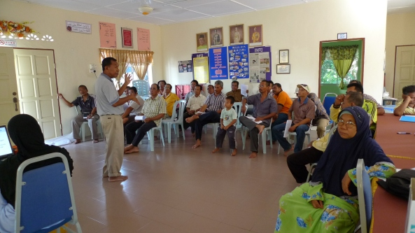 Padi SRI Selangor : Pak Tam Memberi Penerangan Khusus Cara Pengurusan SRI