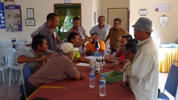 Padi SRI Selangor : Saudara Azmi Menerangkan Mengenai Produk Natural Farming