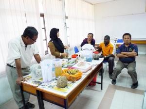 Padi SRI Selangor :  Latihan Membuat Baja dan Penghindar Natural Farming