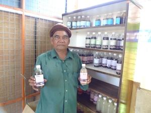 Padi SRI Selanngor : Encik Razak Dengan Baja SRI Buatan Petani Pt9, Sg Leman