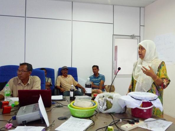 Padi SRI Selangor : Ketua Penolong Pengarah Pengembangan, Cik Zaleha Othman Memberi Amanat