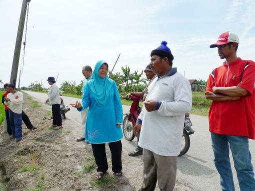Padi SRI Selangor : Saudara Mokhtar Menceritakan Pengalamannya Mengguna Mesin Landak